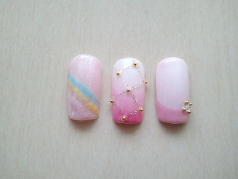 ピンク系ネイル。