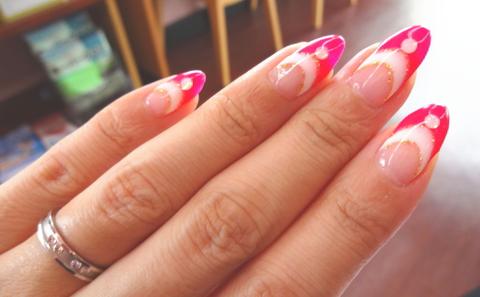 蛍光ピンク。