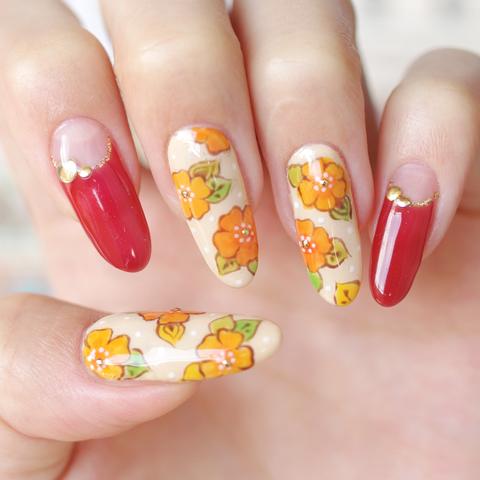 レトロなオレンジ花ネイル