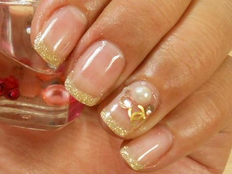 ちび爪さんにおススメ!自爪感覚の付け爪 ゴールドフレンチ×ロゴパール