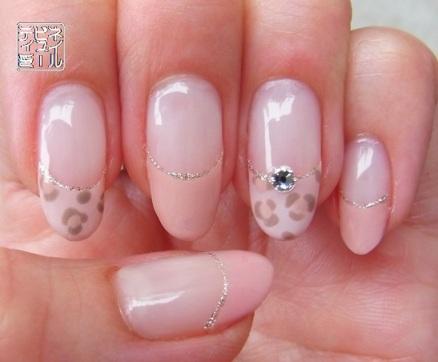 ピンクなヒョウ柄ネイル