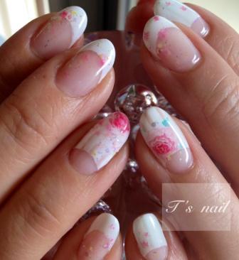 白フレンチ&バラのネイル。