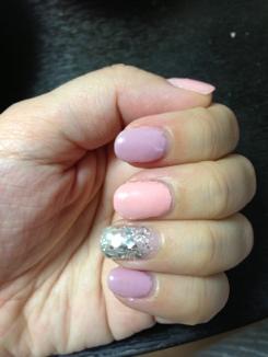 ピンクとパープルのネイル